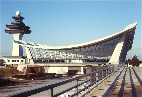 L'aéroport international de Washington-Dulles est une plate-forme de correspondance importante. Pour quelles compagnies aériennes ?