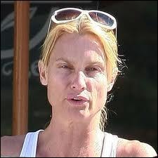 Elle a fait ses débuts en 1986 dans le feuilleton américain Côte Ouest. Elle se nomme ...