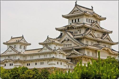 Château japonais de l'époque médiévale, entièrement en bois, dans la préfecture de Hyôgo.