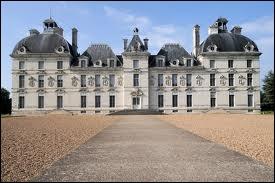 Château de la Loire du XVII siècle. Henri II l'avait offert à sa maîtresse Diane de Poitiers. Hergé s'en servit comme modèle pour dessiner le château de Moulinsart du capitaine Haddock.