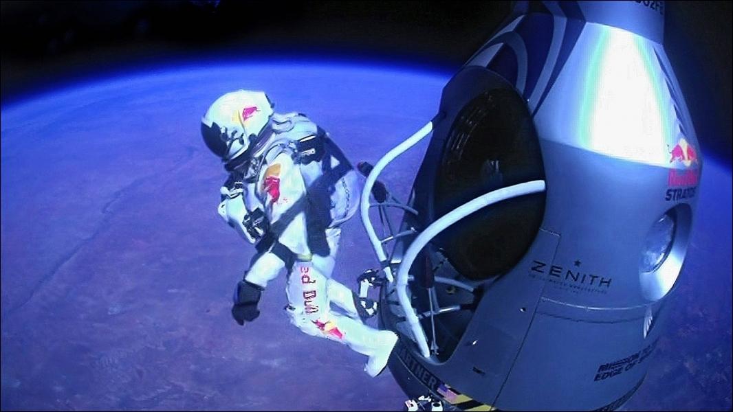 A quelle altitude s'est élevé l'Autrichien Felix Baumgartner pour réaliser le saut qui lui a permis de franchir le mur du son ?
