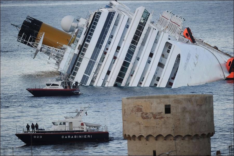 Face à quelle île s'est échoué le paquebot Costa Concordia, en janvier ?