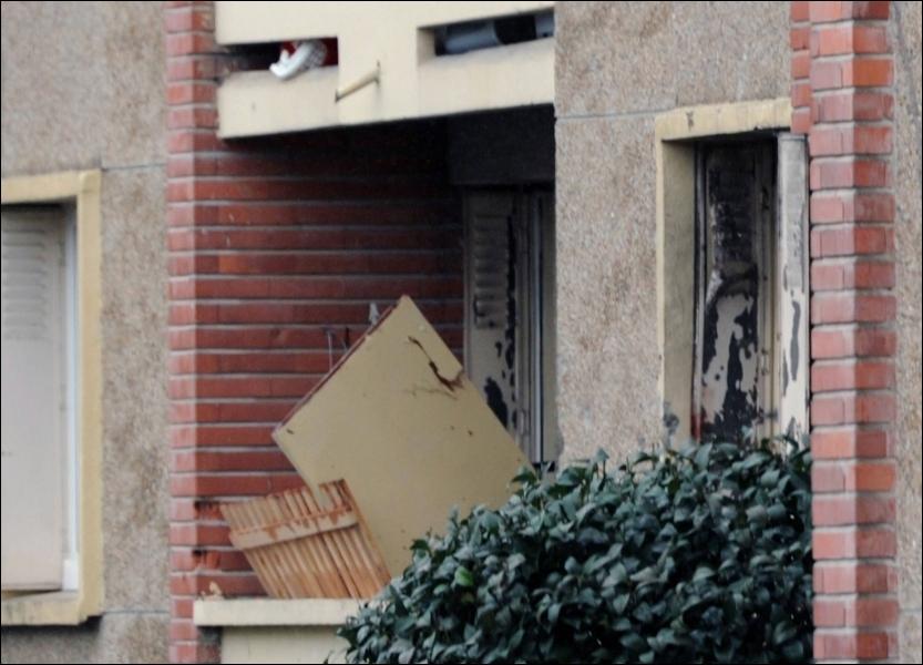 Combien de temps a duré le siège de l'appartement de Mohamed Merah, abattu par le Raid à Toulouse, après avoir tué sept personnes en quelques semaines ?