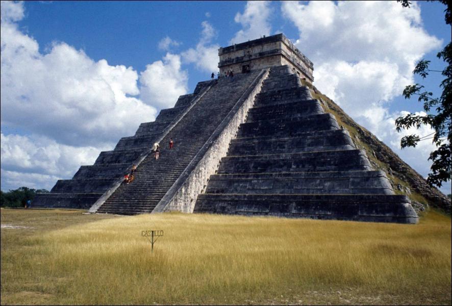Aujourd'hui on sait que Colomb ne fut pas le premier à découvrir ce continent. Cochez l'affirmation fausse :