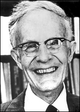 Qui furent prix Nobel de sciences économiques en 1979 (la personne en premier dans la bonne réponse sur la photo) ?