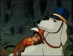 Comment s'appelle le grand chien blanc avec un képi ?