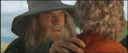 Quel personnage a fêté ses 111 ans dans le premier film ?