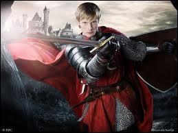 Qui est ce bel acteur qui joue le valeureux chevalier et roi de Camelot, protégé d'un jeune sorcier avec une fin tragique et très émouvante ?