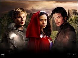 Cette servante qui a eu un incroyable changement dans sa vie lorsque le coeur d'Arthur battit pour elle, est interprétée par ...