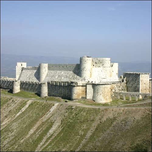 Des châteaux forts défendent les frontières et les populations des Etats croisés. A quel ordre religieux-militaire appartient le Krak des chevaliers, forteresse située en Syrie ?