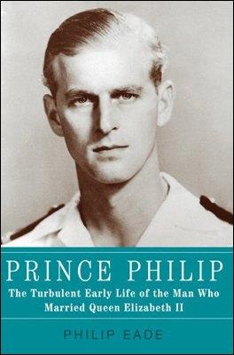 C'est une photo de jeunesse du Prince Philip qui a charmé la future Reine Elizabeth II. Il était Prince mais de quel(s) pays ?