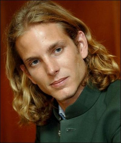 C'est un  vrai faux  Prince Charmant que celui de la photo, même s'il va se marier prochainement. Il se prénomme Andrea, et sa mère est ?