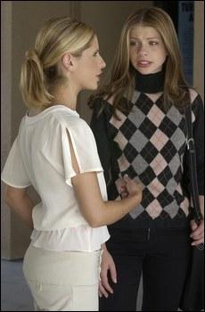 Quelle arme Buffy donne-t-elle à Dawn lors de sa rentrée ?