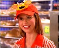 Dans la saison 6, que trouve Buffy dans le hachoir lorsqu'elle travaille dans le fast-food ?