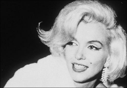 Pour quel président, Marilyn Monroe chanta  Happy birthday to you mister president ...   ?