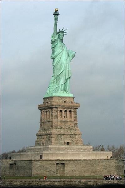 Quel pays offrit la statue de la liberté en 1886 ?