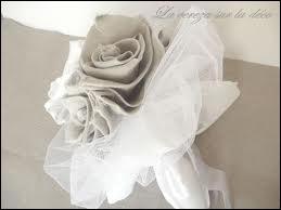 Qui chantait  Pour moi ma mère a donné sa robe de mariée  ?