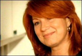 Dans la série  Julie Lescaut , de quelle actrice Véronique Genest joue-t-elle le rôle de la maman ?