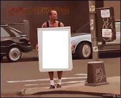Au début du film  Une journée en enfer , il se promène tout nu à Harlem avec une pancarte autour du cou. Qu'est-il inscrit sur cette pancarte ?