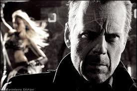 Quel acteur ne joue pas à ses côtés dans le film  Sin City  ?