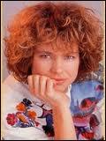 Cette chanteuse a connu un succès inattendu en 1985 . Qui interpréta  Les bêtises  en 1985 ?