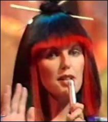 Quelle chanteuse écossaise se fait mondialement connaître avec son titre  Japanese Boy  en 1981 ?
