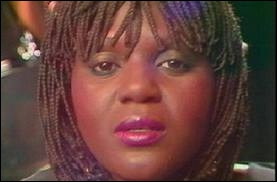 Quelle prénom porte cette chanteuse rendue célèbre avec son tube  Tout doucement  en 1985 ?
