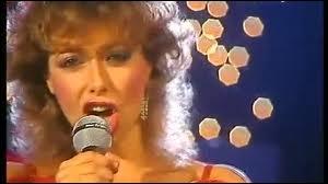 Le titre Africa, interprété en langue française en 1982, est associée à une chanteuse. Quelle est son identité ?