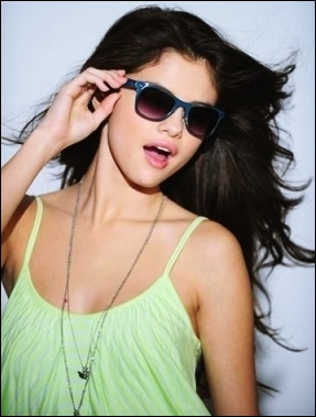 Dans  Spring Breakers , Selena joue le rôle de Shelby.