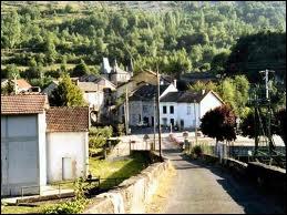 Les habitants du village Ariégeois de Urs sont les ...