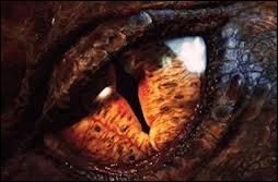 Comment se nomme le dragon qui détruit le royaume des nains ?