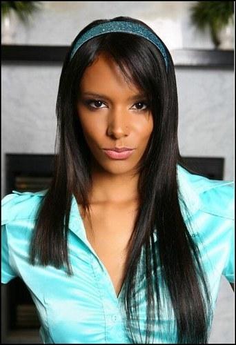 Je me fais connaître en 2006 avec la chanson   Femme de couleur . Je suis devenue membre du jury de  Danse avec les stars  après ma victoire lors de la 2ème saison. Qui suis-je ?