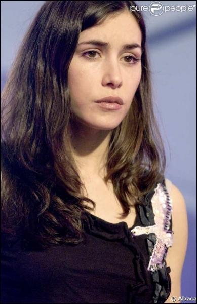 En 2001, je participe à l'émission Star Academy. En 2005, je sors le titre  La femme chocolat . Qui suis-je ?