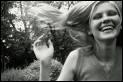 Vous partagez la vie de Cécilia Lisbon, une adolescente magnifique mais suicidaire, dans une société puritaine. Avec ses quatre soeurs, elles sont les plus belles du quartier. Mais tout va basculer ...