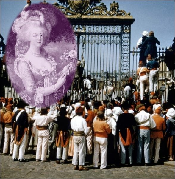 Quelle est la citation adressée par la Reine Marie-Antoinette à la foule mécontente et affamée marchant sur Versailles en 1789 ?