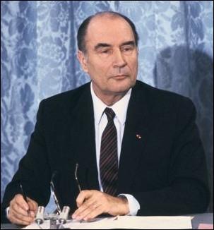 A l'occasion de quel voyage à l'étranger, François Mitterrand en 1981 a prononcé cette phrase   Laissons donc le temps au temps   lors d'ume entrevue avec les journalistes ?