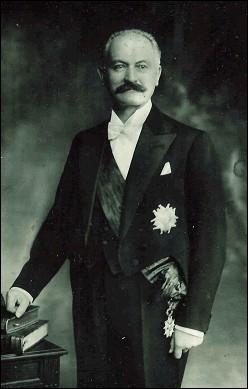 Son second mandat est suspendude factopar l'arrivée au pouvoir du maréchalPhilippe Pétain.