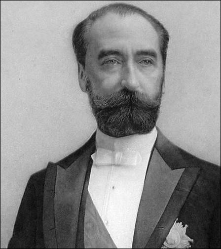 Assassiné quelques mois avant la fin de son mandat, il est enterré au Panthéon de Paris.