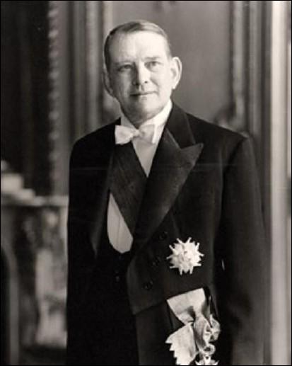 Il fait appel augénéral de Gaullepour résoudre lacrise de mai 1958 qui lui piquera la place 4 ans plus tard ...