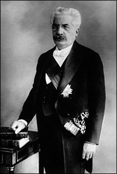 Il est connu pour avoir été le premier socialiste à entrer dans un gouvernement français.
