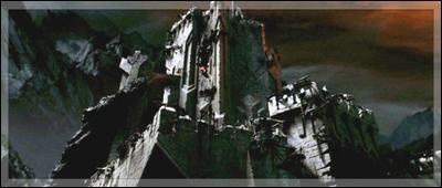 Dans quelle tour d'Orque, Frodon est-il détenu après s'être battu avec l'araignée géante ?