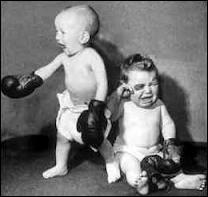 Journaliste de télévision qui aurait pu aider les frères Acariès dans l'organisation des combats de boxe :