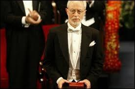 Quel écrivain né au Cap auteur des romans  Michael K, sa vie, son temps  et  Disgrâce  a reçu le Prix Nobel de littérature en 2003 ?