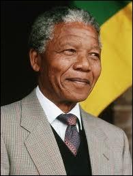 Combien d'années Nelson Mandela a-t-il passé en prison avant d'être libéré en 1990 ?