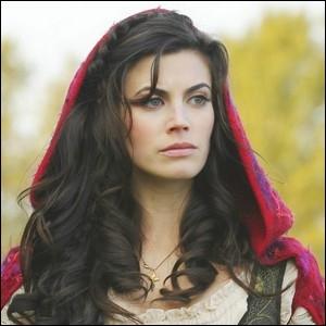 Dans les bois du pays des contes de fée se promène Scarlett. Celle-ci est en fait l'héroïne du conte. . ?