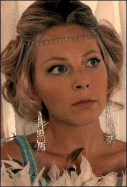 La Princesse Abigail est destinée à se marier de façon à résoudre divers problèmes politiques, tout comme son futur mari, qui n'est autre que le Prince James. De qui est-elle la fille ?