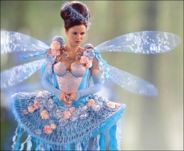 La fée Bleue est la supérieure hiérarchique de la fée Rose. A Storybrooke, elle est présente aussi, c'est...