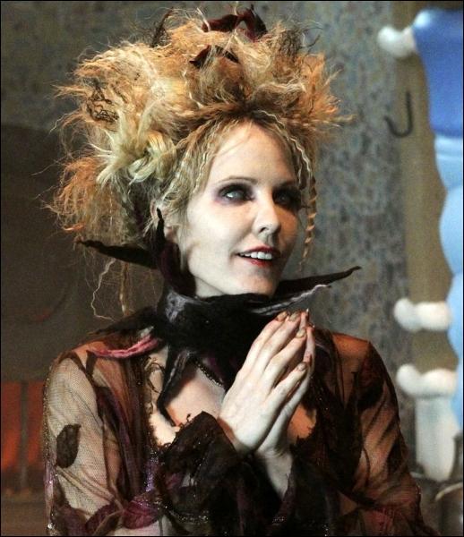 Encore un personnage de Méchante dans la série. Cette sorcière est-elle... ?