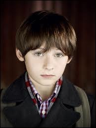 Voici Henry, qui va être l'élément moteur des aventures de la série. Il est le fils adoptif de Régina. Comment va-t-il démarrer l'action ?