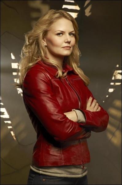 Emma Swan (non, elle n'est pas cousine avec la jeune Madame Edward Cullen) s'installe à Storybrooke. Quel emploi va-t-elle y trouver ?